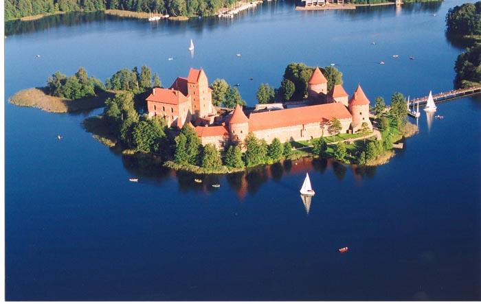 Lituania in moto tra natura e tradizione