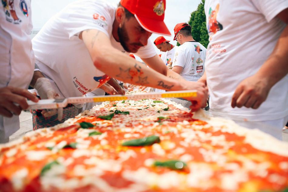 Pizza da Guinness, mezzo chilometro di pizze da tutta Italia
