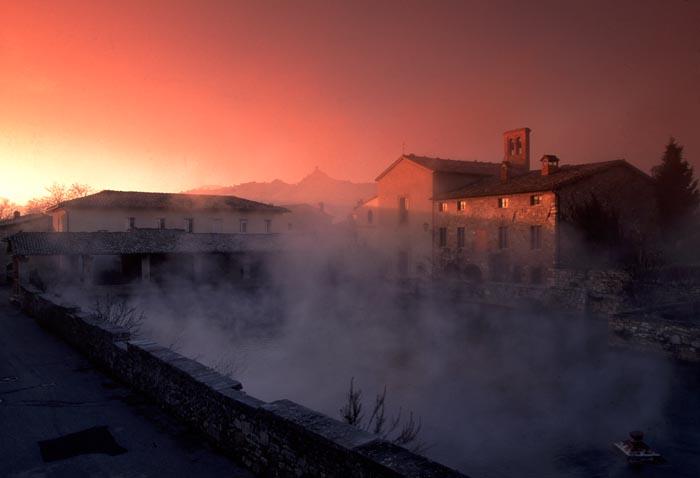 Acque termali e borghi medievali, relax nelle Terre di Siena