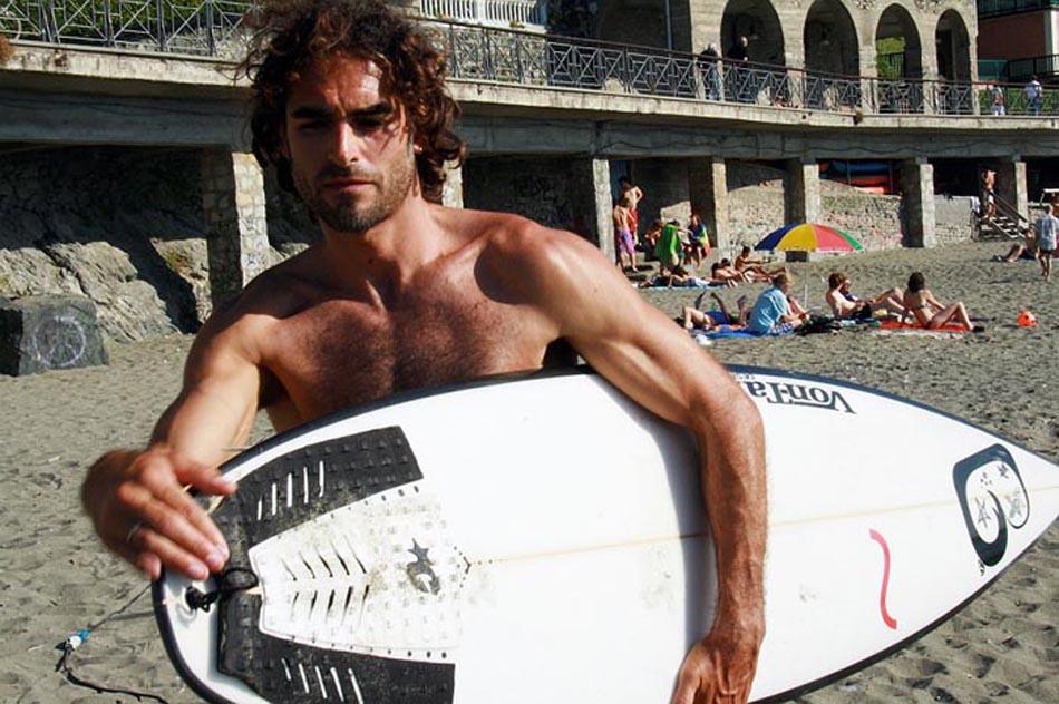 """Sergio Muniz: """"Pazzo per il surf, in vacanza cavalco l'onda"""""""
