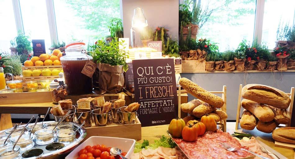 Ibis Hotel, colazione al mercato