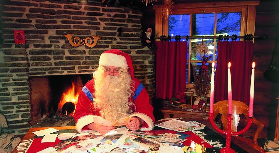 La vetrina di Natale, abbracci virtuali e pensieri reali